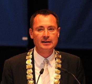 Oberbürgermeister Thilo Rentschler bei seiner Dankesrede